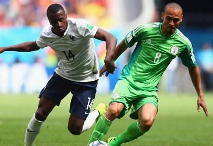 Blaise Matuidi (sinistra), 27 anni e Peter Odemwingie, 32 (dal profilo Twitter ufficiale @FIFAWorldCup)