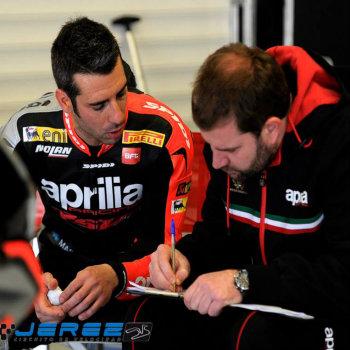 Marco Melandri ai box di Jerez