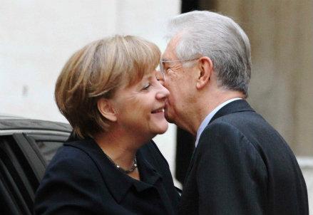 La cancelliera Angela Merkel con il premier Mario Monti (InfoPhoto)