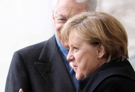 Mario Monti e Angela Merkel (Infophoto)