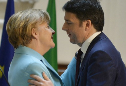 Angela Merkel con Matteo Renzi (Infophoto)