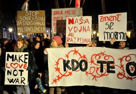 Protesta contro le recinzioni di confine in Slovenia (Infophoto)