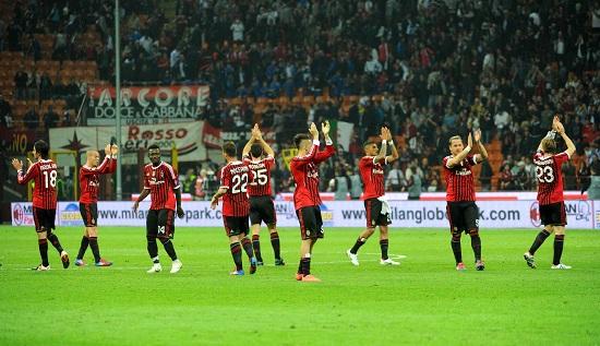 I giocatori del Milan salutano il pubblico: da oggi si apre una nuova epoca (INFOPHOTO)