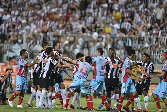 La rissa in Atletico Mineiro-Arsenal Sarandi (Infophoto)