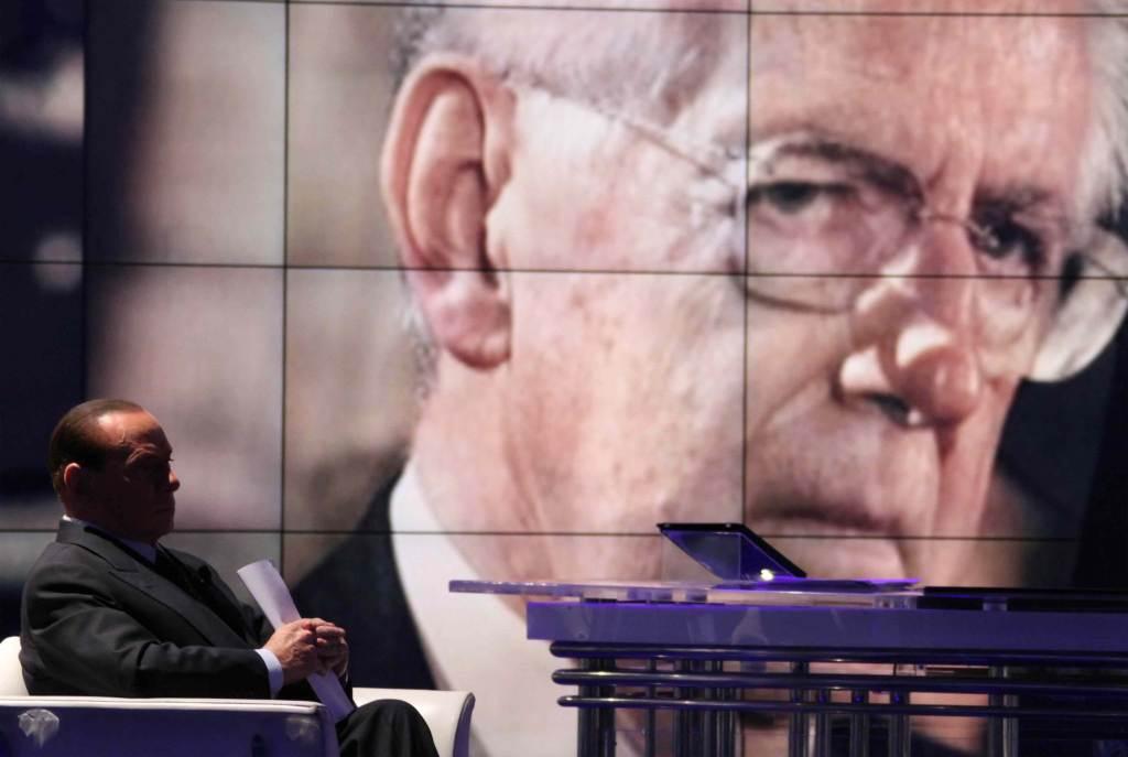 Mario Monti e Silvio Berlusconi (Foto: Infophoto)