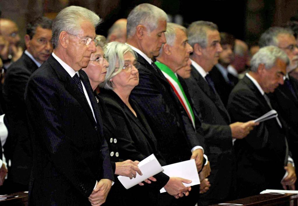 Mario Monti, Rosi Bindi e Roberto Formigoni (Infophoto)