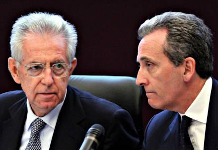 Il premier Mario Monti e il ministro dell'Economia, Vittorio Grilli