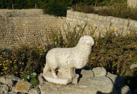 La statua scoperta a Cesarea