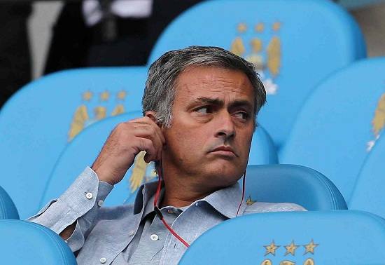 José Mourinho, qui sulla panchina dell'Etihad Stadium di Manchester (Infophoto)