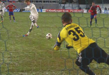 Il gol su rigore di Thomas Muller (dall'account Twitter ufficiale @ChampionsLeague)