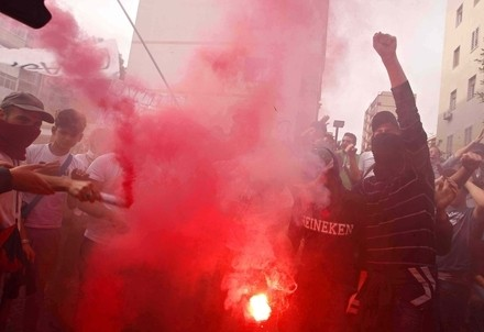 Proteste a Napoli (Infophoto)