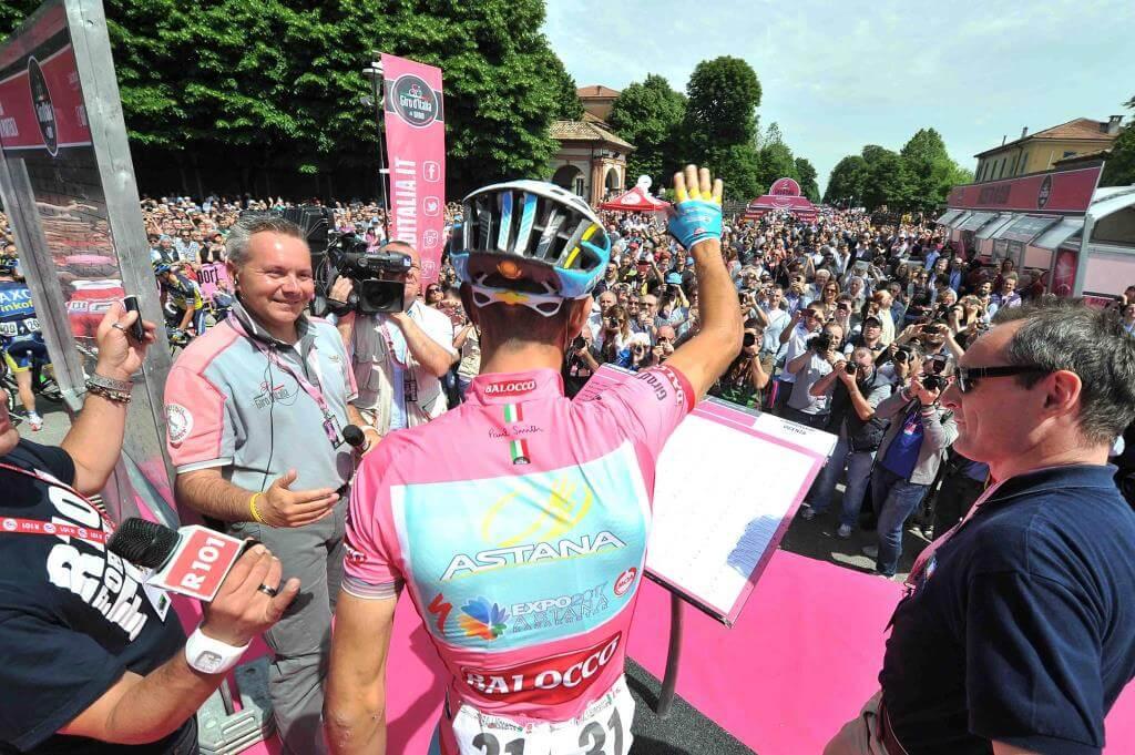 Vincenzo Nibali in maglia rosa al Giro d'Italia