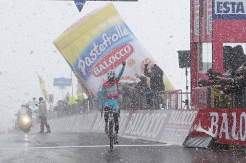 Vincenzo Nibali sulle Tre Cime di Lavaredo al Giro