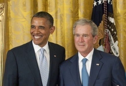 Barack Obama e George W. Bush (Infophoto)