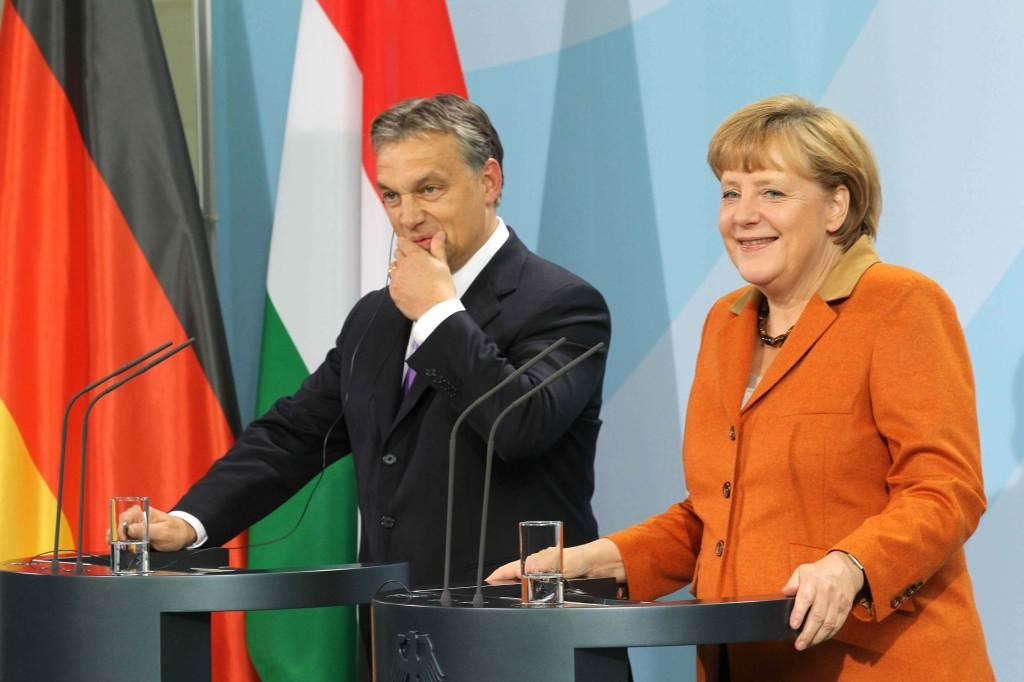 Orbàn con Angela Merkel
