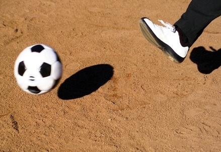 Un pallone da calcio (Foto Infophoto)