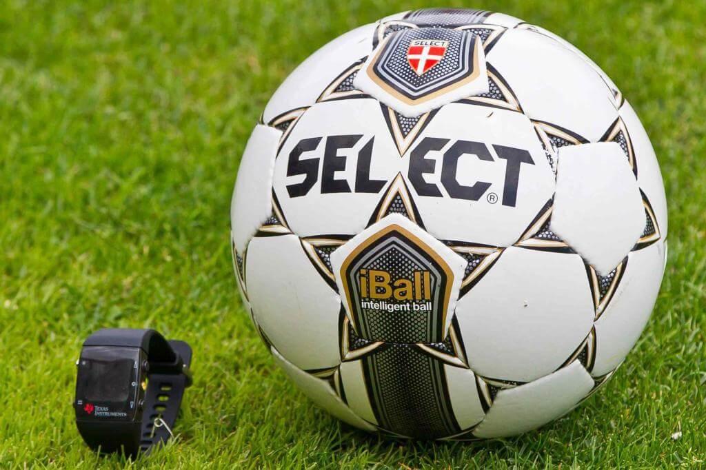 Un pallone da calcio (Infophoto)