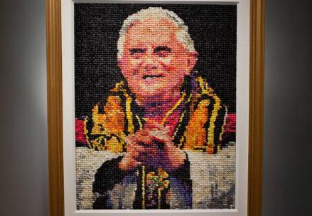 L'opera d'arte sul papa