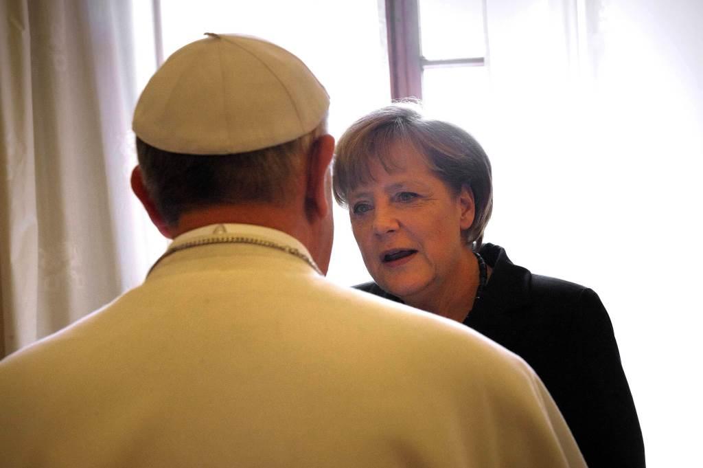 Papa Francesco e Angela Merkel (InfoPhoto)
