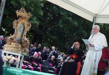 Il Papa a Rovereto sul Secchia (Infophoto)