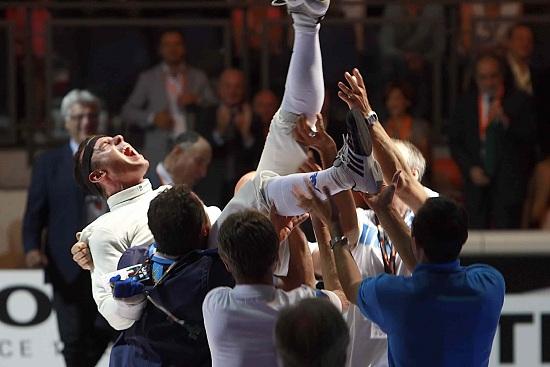 Paolo Pizzo portato in trionfo agli ultimi Mondiali (Infophoto)