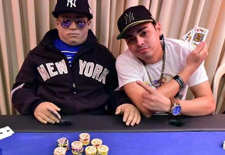 Il giocatore di poker imbalsamato, foto dal web