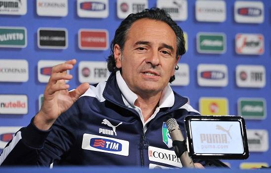 Cesare Prandelli in conferenza stampa (Infophoto)