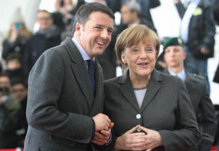 Matteo Renzi con Angela Merkel (Infophoto)