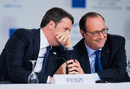 Matteo Renzi e Francois Hollande (Infophoto)