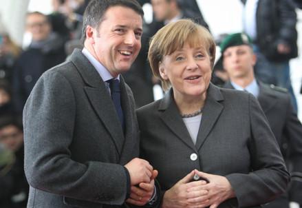 Renzi e Merkel (Infophoto)