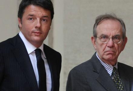 Renzi e Padoan (Infophoto)