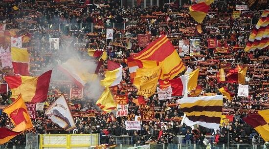I tifosi della Roma all'Olimpico (Infophoto)