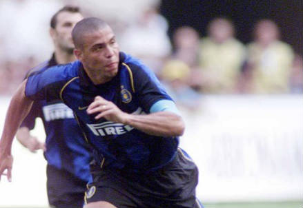 Ronaldo Luiz Nazario da Lima, oggi 37 anni, qui nel 2001-2002 (INFOPHOTO)