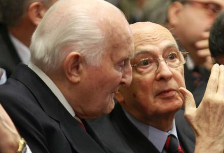 Oscar Luigi Scalfaro con Giorgio Napolitano (InfoPhoto)