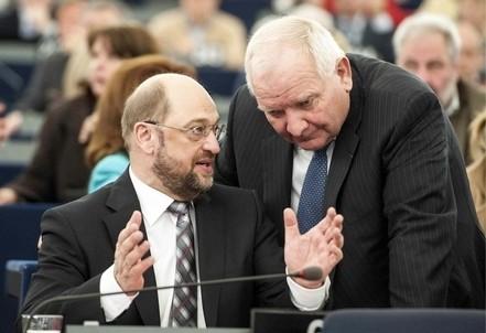 Martin Schulz (S) insieme a Joseph Daul (Infophoto)