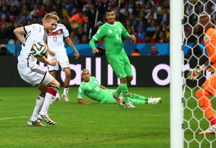 Il gol di tacco di Andre Schurrle, 23 anni (dal profilo Twitter ufficiale @FIFAWorldCup)