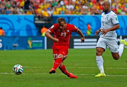 Il secondo gol di Xherdan Shaqiri all'Honduras (dal profilo Twitter ufficiale @FIFAWorldCup)