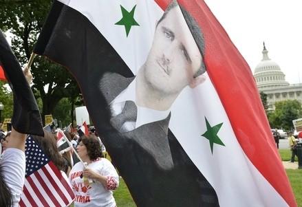 Manifestazione pro Assad davanti al Campidoglio Usa (Infophoto)