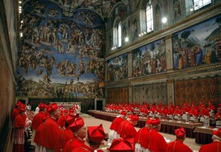 I cardinali riuniti nella Cappella Sistina