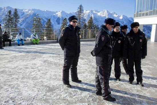 Poliziotti pattugliano una sede di gara delle prossime Olimpiadi (Infophoto)