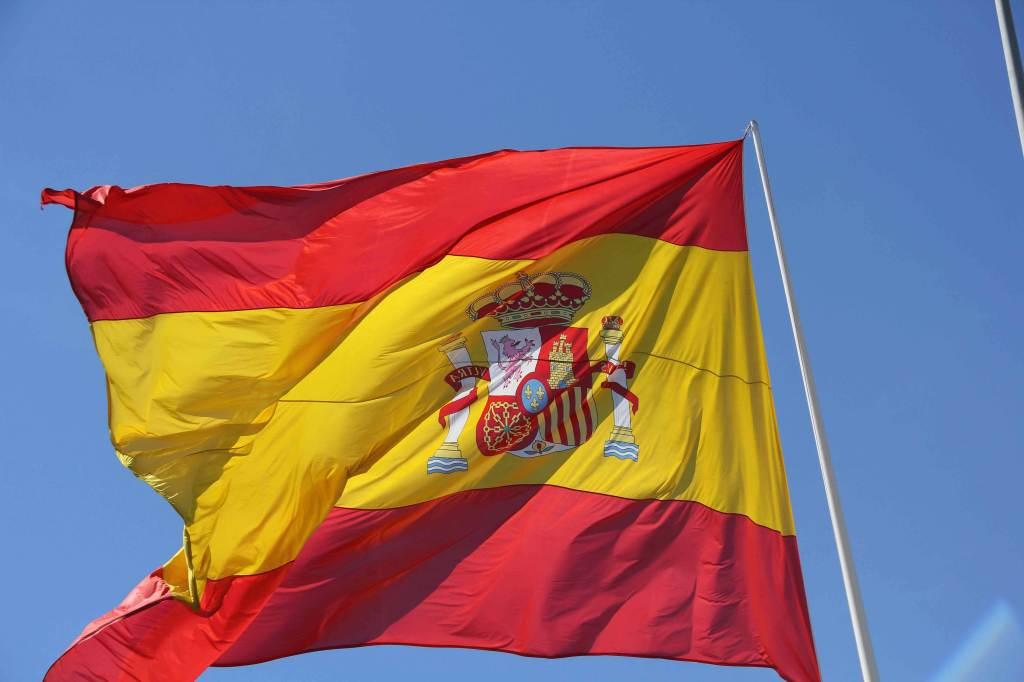 La bandiera della Spagna si intreccia con il Paraguay (Foto: Infophoto)