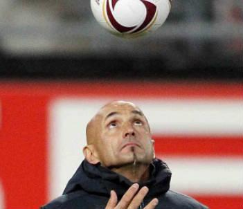 Luciano Spalletti giocoliere (Infophoto)