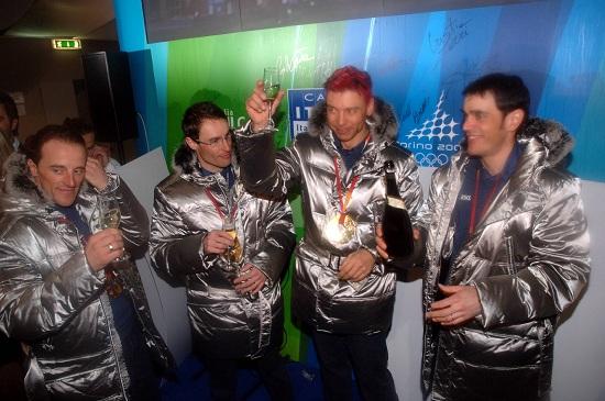 La staffetta italiana che vinse l'oro alle Olimpiadi di Torino 2006 (Infophoto)