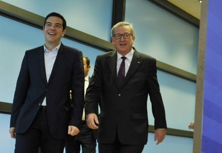 Tsipras e Juncker (Infophoto)
