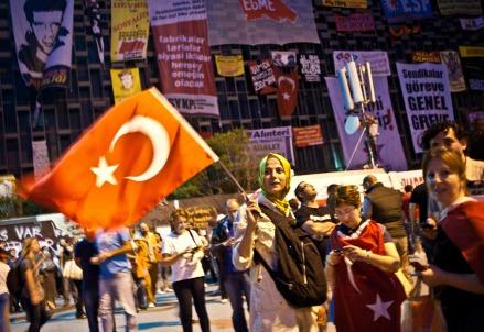 Proseguono le proteste in Turchia (Foto: Infophoto)