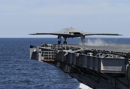 Si muovono le portaerei Usa (Infophoto)
