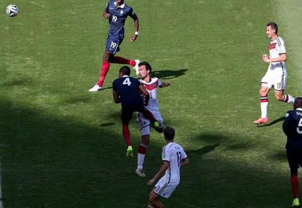 Il colpo di testa vincente di Mats Hummels (dal profilo Twitter ufficiale @FIFAWorldCup)