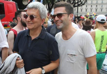 Nichi Vendola durante un gay pride (Infophoto)