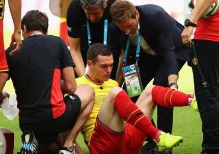 Thomas Vermaelen, 28 anni, uscito per infortunio nel primo tempo (dal profilo Twitter ufficiale @FIFAWorldCup)