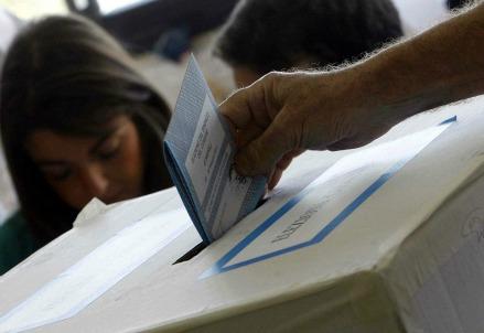 Una scheda elettorale (Foto: Infophoto)